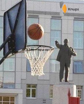 het standbeeld scoort